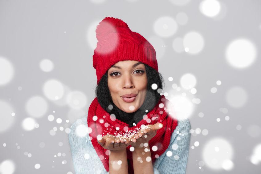 Ragazza con spirito natalizio